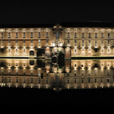 Toulouse, la nuit au bord de la Garonne.
