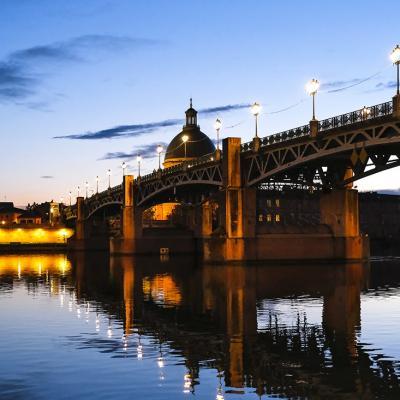 Toulouse, le soir au bord de la Garonne.